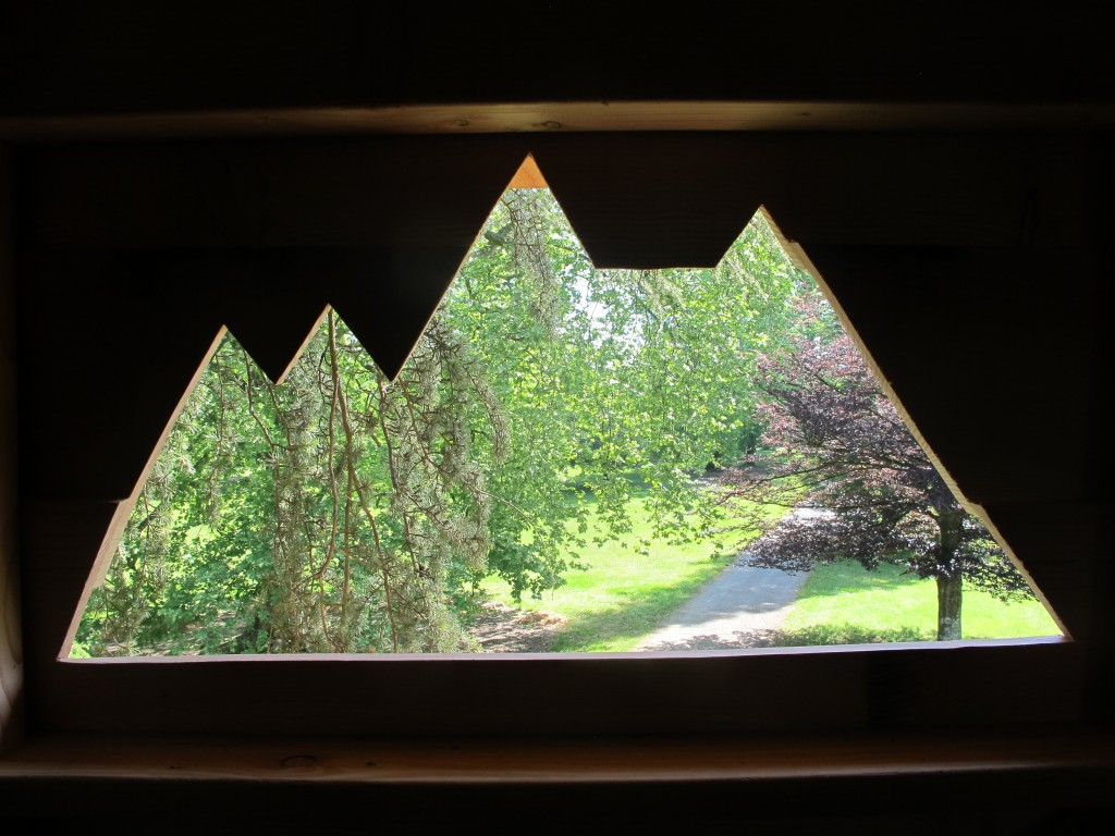 Découpe des montagnes dans la cabane