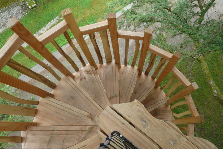 bois-nature-cabane-escaliers