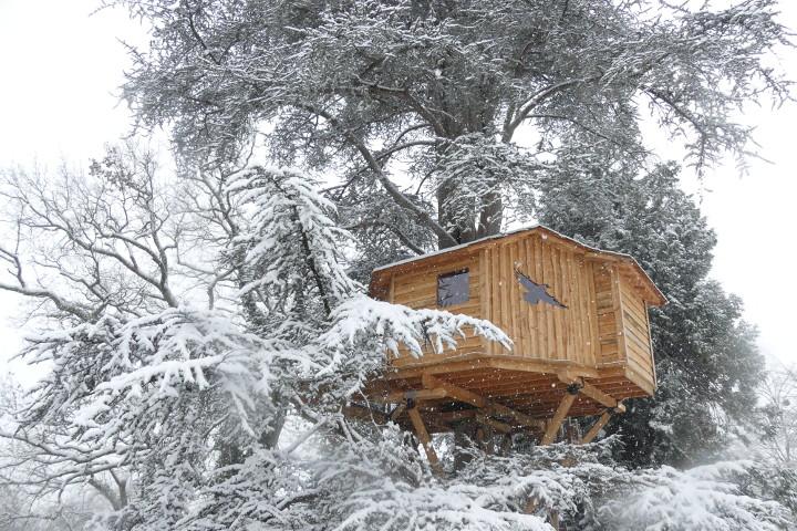 cabane neige bois